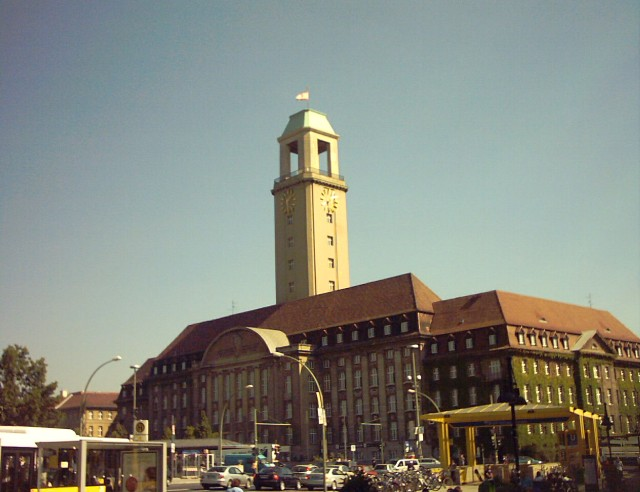 the town hall of Berlin-Spandau: a massive early 20th century building with a clock tower